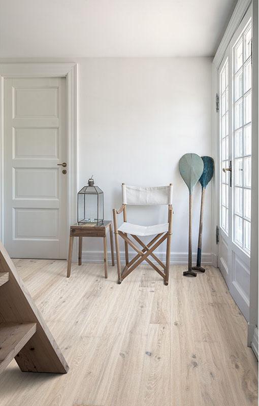 Light And White Floors